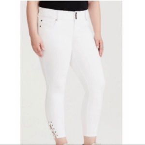 TORRID • White Jegging with Side Lace Detail